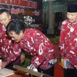 Sekda Kota Blitar Resmikan Monumen Batik Kembang Turi