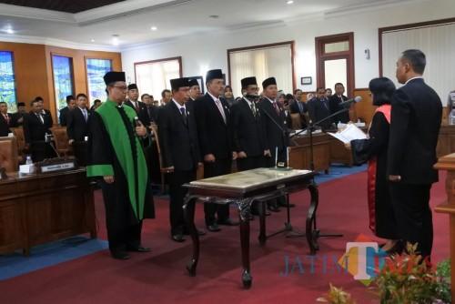 Pelantikan unsur pimpinan dewan pada Selasa (1/10/19) lalu. (foto : dok DPRD Tulungagung)