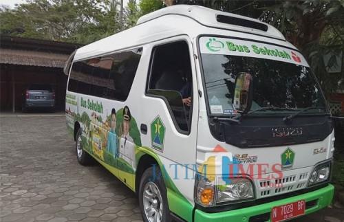 Bus sekolah gratis Dinas Pendidikan Kota Malang. (Foto: Doc. MalangTIMES)