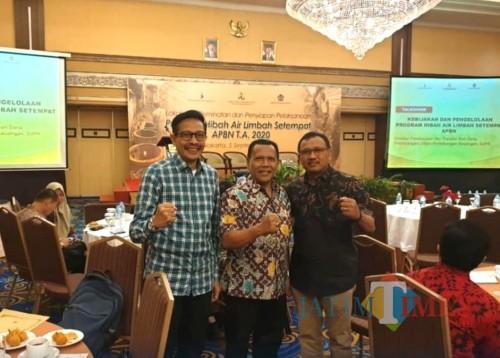 Kepala DPKPCK Kabupaten Malang Wahyu Hidayat bersama Dirut Perumda Tirta Kanjuruhan Samsul Hadi saat berada di acara pemerintah pusat (DPKPCK for MalangTimes)