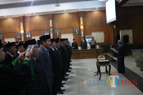 Prosesi pelantikan dan pengambilan sumpah para pejabat pimpinan pratama dan jabatan pengawas di lingkungan Pemkab Jombang. (Foto : Adi Rosul / JombangTIMES)