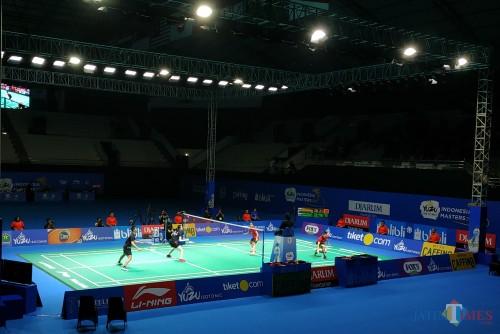 Pertandingan semifinal ganda campuran antara Alfian/Angelica (kiri) menghadapi Adnan/Mychelle (Hendra Saputra)