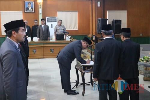 Prosesi pelantikan pejabat Pimpinan Tinggi Pratama dan Pejabat Pengawas di lingkungan Pemkab Jombang. (Foto : Adi Rosul / JombangTIMES)
