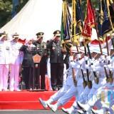 Rayakan Ulang Tahun, Gubernur Khofifah Minta TNI Dekat dengan Rakyat
