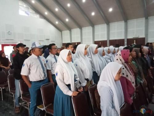Para pelajar yang mengikuti seminar dan talkshow dalam rangka hari anti narkoba internasional (Anggara Sudiongko/MalangTIMES)