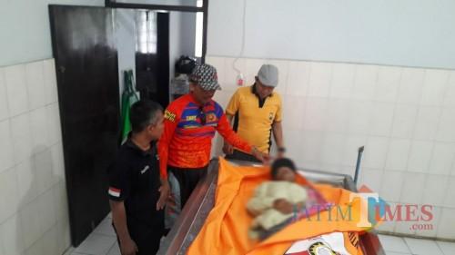 Kondisi mayat Mr X saat dibawa ke RS dr Iskak Tulungagung. / Foto : Dokpol / Tulungagung TIMES