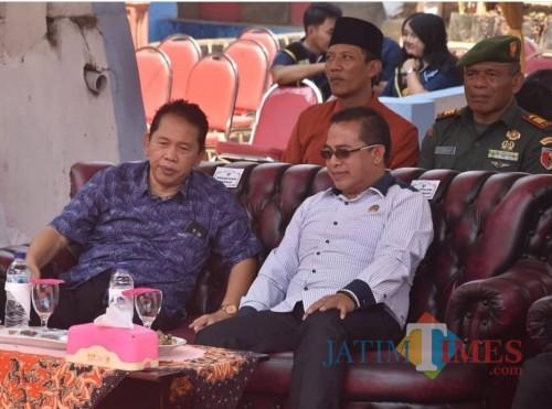 Sekda Kabupaten Malang Didik Budi Muljono (kiri) saat menghadiri acara di Ngadirejo. (for MalangTimes)