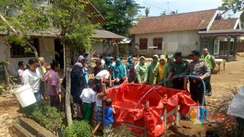Peringati HUT TNI, Koramil 0808/19 Wates Baksos Pendistribusian Air Bersih