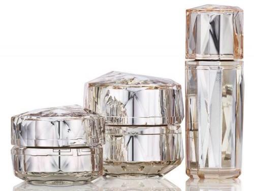 Cle de Peau Beaute La Creme Special Packaging dengan harga Rp178.375.500.