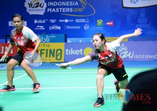 Ribka Sugiarto (kanan) bersama Siti Fadia saat menjalani laga melawan Della Destiara Haris/Rizki Amelia Pradipta di final ganda putri Yuzu Indonesia Masters 2019. (Hendra Saputra)