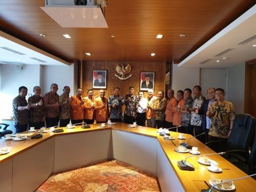 Forum Dekan Ilmu-Ilmu Sosial PTN se-Indonesia saat mengunjungi Ketua MPR Bambang Soesatyo di Jakarta. (Foto: istimewa)