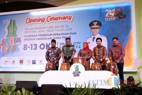 Gubernur Jatim Khofifah ketika membuka acara