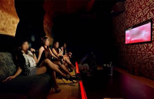 Ilustrasi salah satu aktivitas di room karaoke di Kota Malang (Foto:Istimewa)