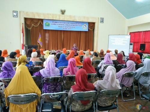 Suasana kegiatan pembinaan lansia di Kecamatan Klojen. (Hendra Saputra)