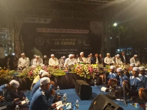 Suasana Unikama Bersalawat yang banyak dihadiri para ulama Malang Raya. (Anggara Sudiongko/MalangTIMES)