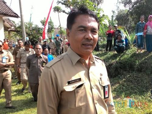 Romdhoni, kepala Dinas PU Bina Marga Kabupaten Malang, meminta kendaraan berat tidak turun di exit tol 4. (Nana)