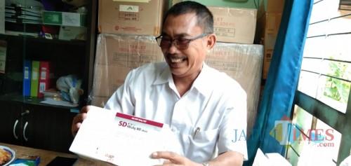 Kasi P2P Dinas Kesehatan Tulungagung, Didik Eka tunjukan HBIG (foto : Joko Pramono/JatimTIMES)