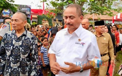 Menteri Pariwisata Arief Yahya saat mengunjungi Kawasan Ekonomi Kreatif Singhasari, Selasa (8/10/2019). (Foto: Irsya Richa/MalangTIMES)