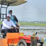 Kunjungi Kediri, Mentan Amran Demonstrasikan Alat Teknologi Canggih Pertanian