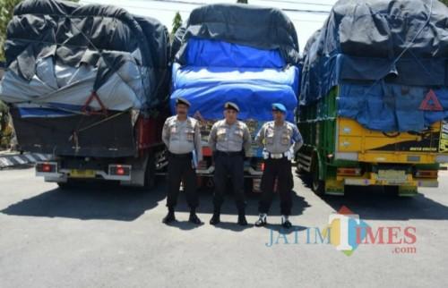 Tiga truk diamankan di Polres Pamekasan. (Fahrurrosyi)