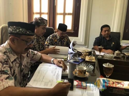 Anggota Komisi B DPRD Kota Malang saat melakukan hearing rencana APBD 2020 dengan BP2D Kota Malang. (Foto: Dokumen MalangTIMES)