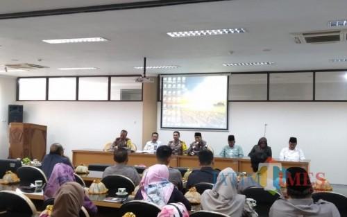 Dialog tematik dan desk pemilihan kepala desa (pilkades)  serentak yang digelar DPRD Kabupate  Blitar.