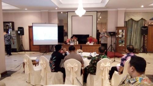 dr. Haidar Bagir saat menyampaikan konsep kota welas asih di FGD Pemkab Jember (foto : Moh. Ali Makrus / Jatim TIMES)