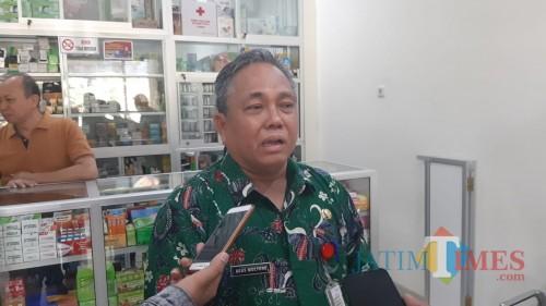 Kepala Dinas Kesehatan Kabupaten Sumenep, Agus Mulyono saat Sidak di Apotek RSUD Moh. Anwar (Istimewa/ JatimTIMES)