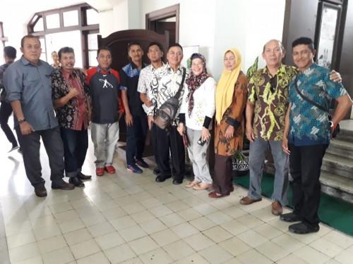 Sejumlah Penanggung Jawab Cabor Kota Malang yang batal melaksanakan Rakor Forum Masyarakat Peduli Prestasi Kota Malang di Balaikota Malang (Foto: Istimewa)
