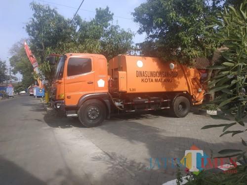 Salah satu armada pengangkut sampah milik DLH Kota Malang (Hendra Saputra)