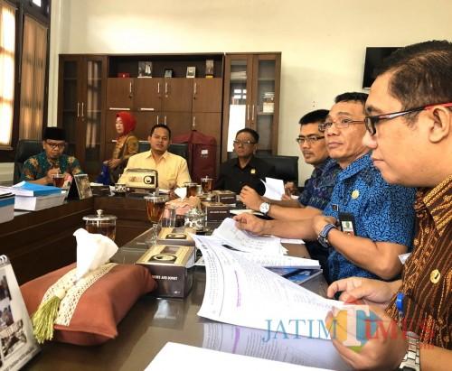 Suasana hearing antara Komisi B DPRD Kota Malang dengan BP2D Kota Malang. (Foto: Dokumen MalangTIMES)