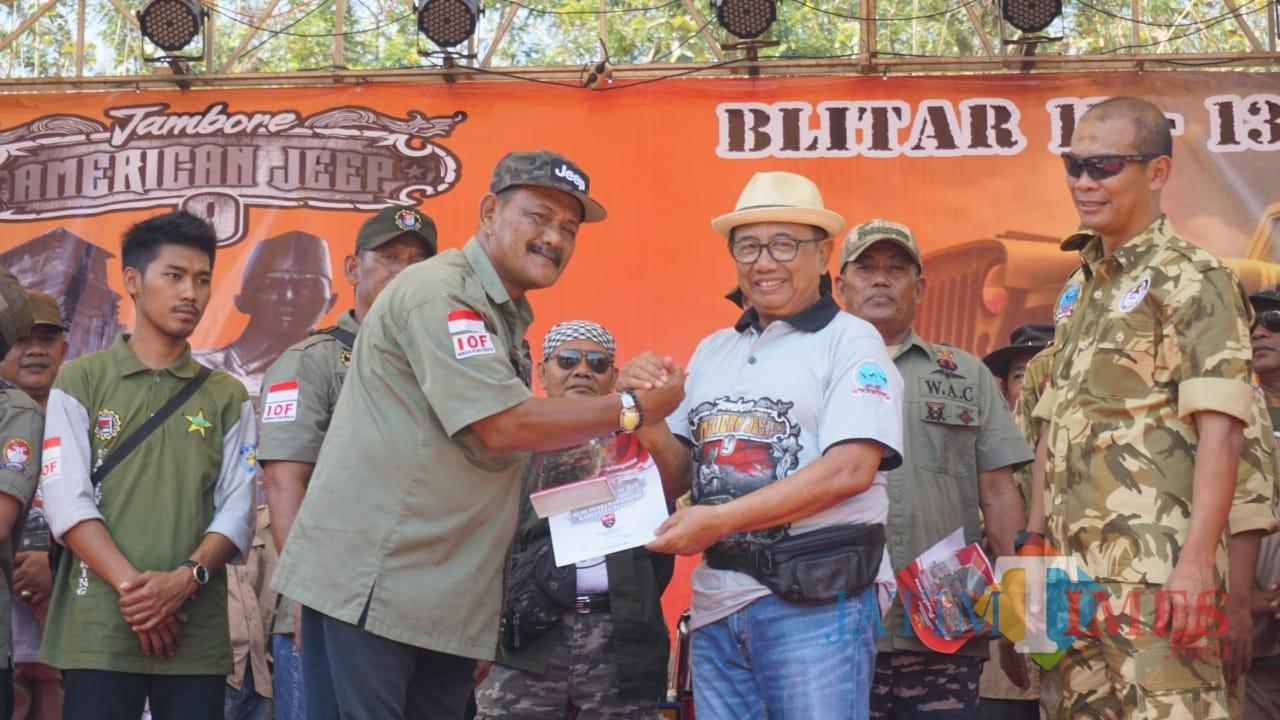 Bupati Blitar Rijanto memberi support penuh jambore American Jeep.(Foto : Malik Naharul/BlitarTIMES)