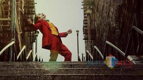 Lagu tema saat Joker menari dan jadi kontroversial di masyarakat dunia, walaupun Joker masih tetap menjadi box office saat ini (Ist)