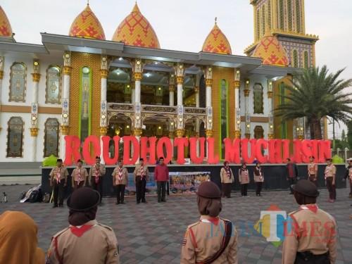 Acara pelepasan Kontingen Pramuka Kwarcab Jember oleh Wakil Bupati Jember Drs. KH. Abdul Muqit Arief (foto : Izza / JatimTIMES)