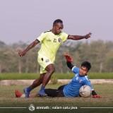 Pelatih Kiper Arema FC Sebut Latihan Fisik bagi Kiper Penting Untuk Jaga Fokus