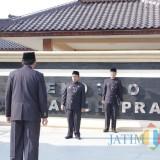 Upacara HUT Provinsi Jatim Ke-74, Bupati Blitar Puji Kinerja Gubernur Khofifah