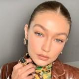 Unik, Model Papan Atas Gigi Hadid Ini Aplikasikan Eyeliner dengan Cara Nyeleneh