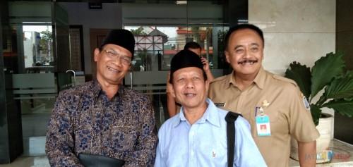 Ahmad Budiyanto (tengah) saat di Mapolres Tulungagung (foto : Joko Pramono/JatimTIMES)
