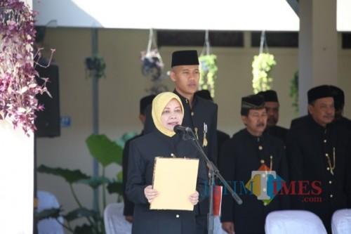 Bupati Kediri Hj Haryanti Sutrisno bertindak sebagai inspektur upacara. (ist)