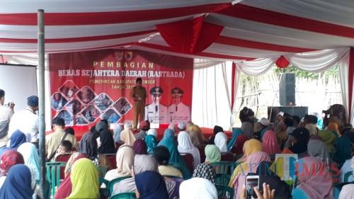 Wakil Bupati Jember Drs. KH. Abdul Muqit Arief pada acara pembagian rastrada di Kecamatan Umbulsari (foto : Ayunk / JatimTIMES)