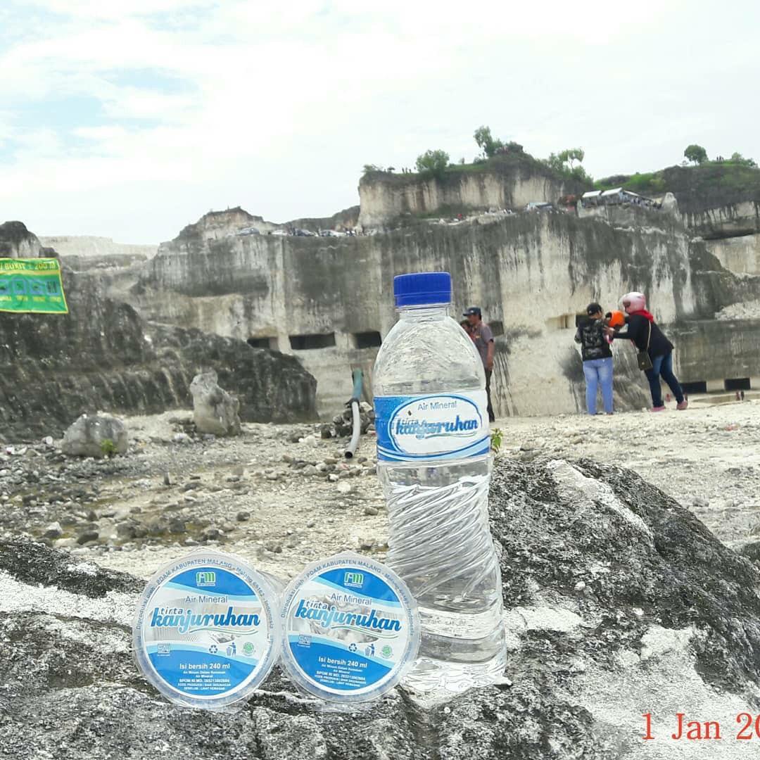 Produk air minum Tirta Kanjuruhan yang dijual dalam kemasan cup (Foto : Istimewa)
