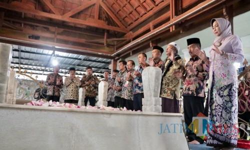 Wali Kota Batu Dewanti Rumpoko bersama Wakil Wali Kota Batu Punjul Santoso dan SOPD saat ziarah di Makam Mbah Batu, Selasa (15/10/2019).