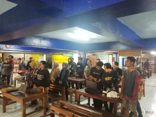 Diskusi Budaya Mengupayakan Indonesia Bahagia Melalui Kerja-Kerja Berbasis Budaya bekerjasama dengan Coffe Times, Terminal Kopi Malang dan MalangTIMES, Kamis (17/10/2019) (Anggara Sudiongko/MalangTIMES)