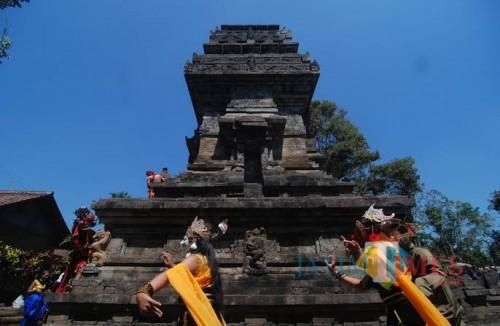 Bupati Malang Sanusi meminta pembatik untuk mengeksplorasi motif batik dari berbagai relief candi di Kabupaten Malang, seperti Candi Kidal, Tumpang. (pesona travel)