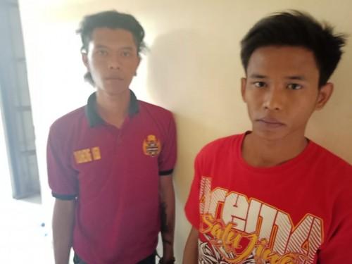 Kedua tersangka begal payudara saat diamankan pihak kepolisian (Foto : Humas Polres Malang for MalangTIMES)