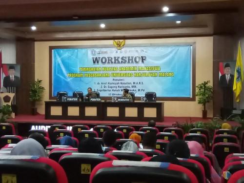 Kegiatan workshop Peningkatan Kualitas Akademik Mahasiswa Program Pascasarjana Unikama. (Anggara Sudiongko/MalangTIMES)
