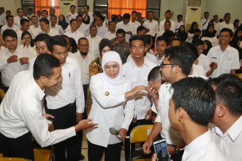 Gubernur Jatim Khofifah Indar Parawansa saat menyampaikan sambutannya pada Upacara Pembukaan Latsar CPNS golongan II dan III Tahun 2019