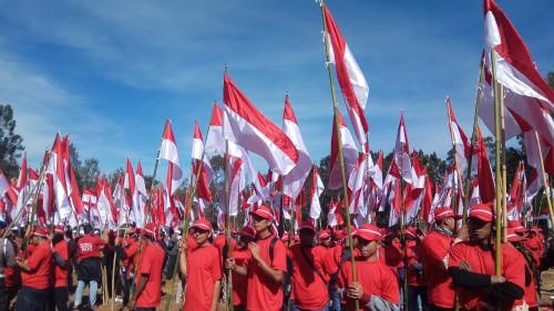 Kegiatan Parade Merah Putih di kawasan TWA Gunung Ijen