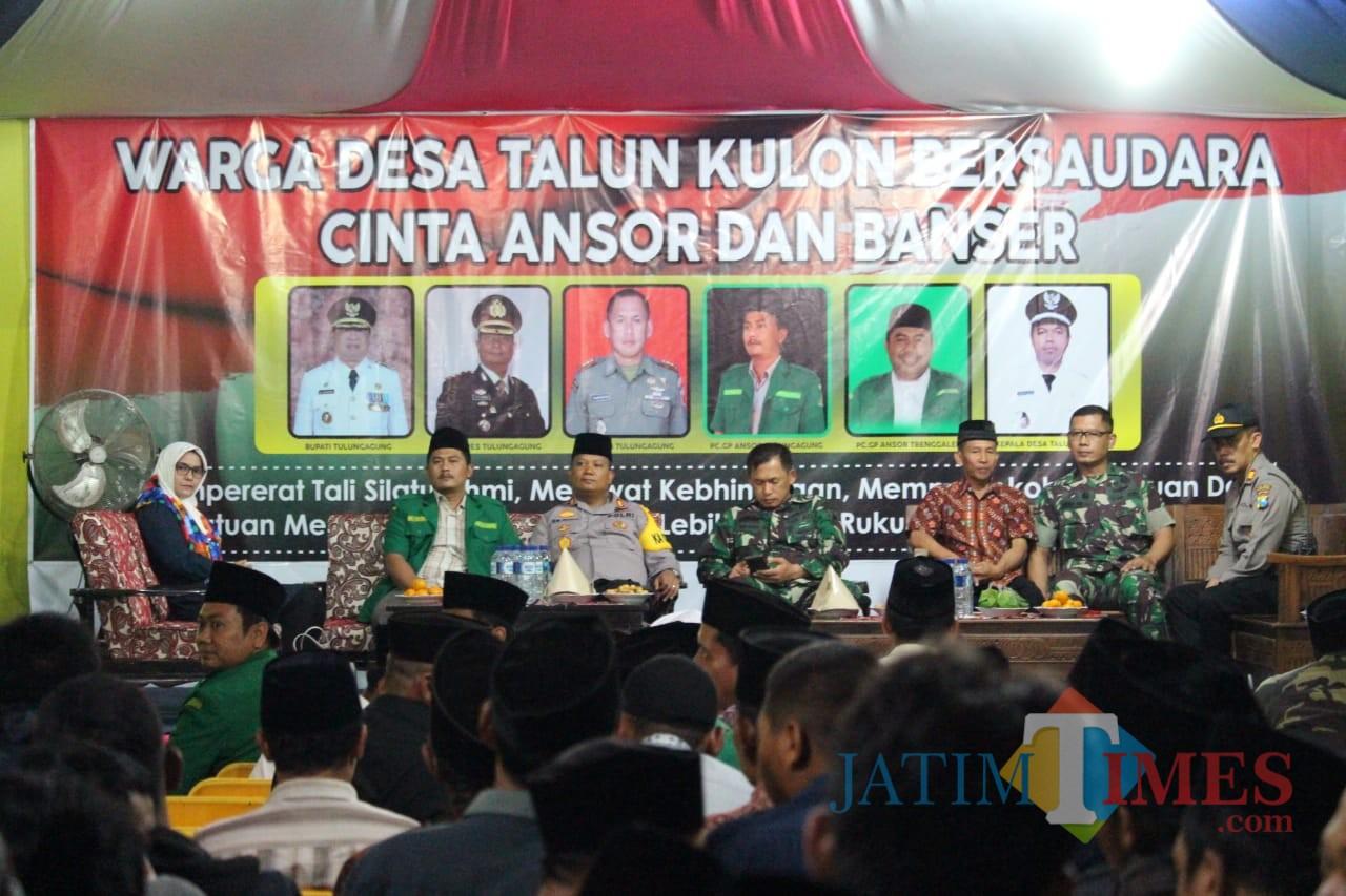 Kapolres, dandim, dan seluruh tokoh masyarakat silaturahmi di Desa Talun Kulon untuk akhiri konflik perguruan. / Foto : Dokpol / Tulungagung TIMES