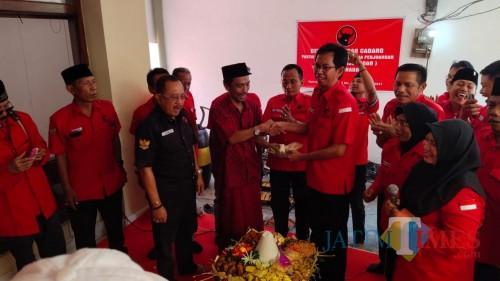 Selamatan di Kantor DPC PDIP Surabaya.